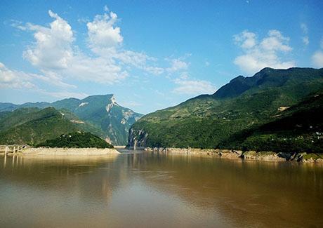 ☎重庆周边旅游,云阳龙缸云端廊桥、万州大瀑布、巫山神女峰、博物馆三日旅游