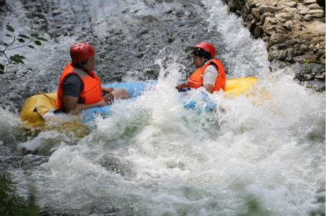 ☎重庆周边游,彭水阿依河漂流+峡谷观光二日旅游<重庆周边漂流报价>