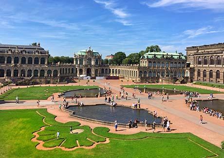 @重庆到欧洲旅游,重庆到东欧深度5国12天旅游报价(新享之旅 五星航空)!